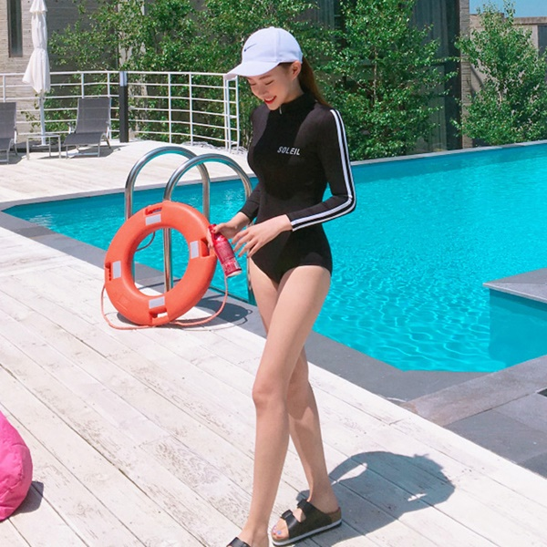 657 ชุดว่ายน้ำวันพีชแขนยาว สีดำแต่งแถบขาว ซิปหน้า