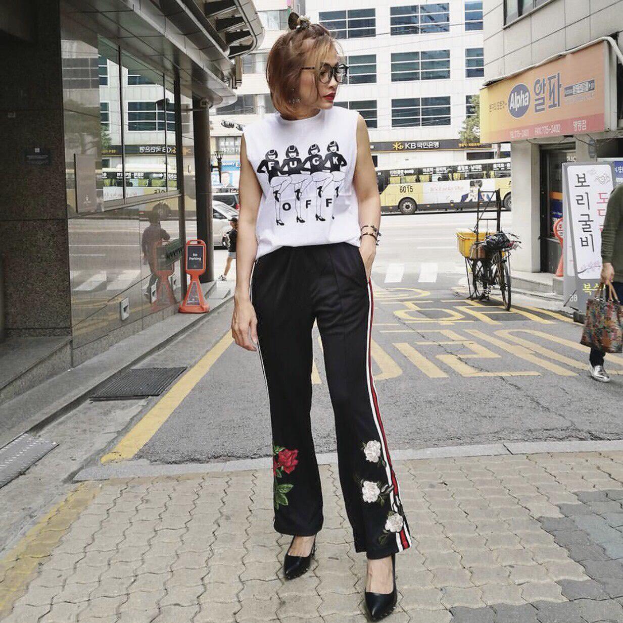 เกงเกาหลีทรงวอมปลายขาบานนิดๆ แถบข้างสีสวย ปักดอกกุหลาบ