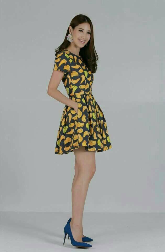 เดรสผ้าแคนวาสลายกล้วยสีเหลือง คอกลม แขนสั้น