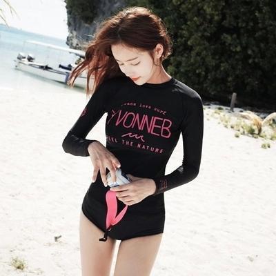 SM-V1-438 ชุดว่ายน้ำแขนยาว สีดำสกรีนลายอักษรชมพูสวย