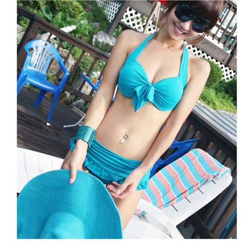 SM-V1-390 ชุดว่ายน้ำทูพีชสีฟ้า บราแต่งโบว์ที่อก สายคล้องคอ กางเกงกระโปรงแต่งปลายระบายน่ารักๆ