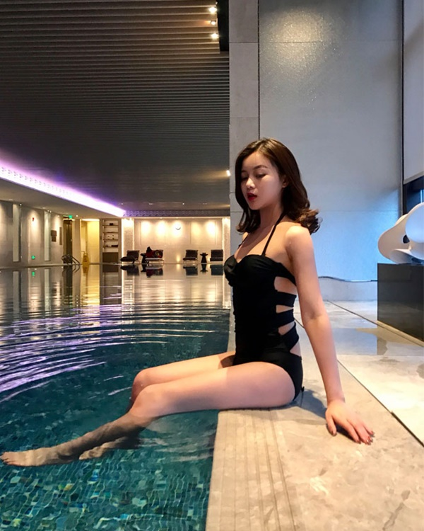2031 ชุดว่ายน้ำวันพีช สีดำ หลังสายไขว้สวย