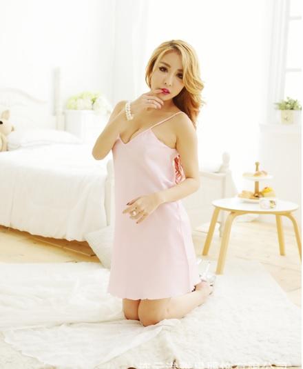 SL-I1-197 ชุดนอนผ้ามันเนื้อเบาค่ะสวมใส่สบายตัวสีชมพูอ่อน