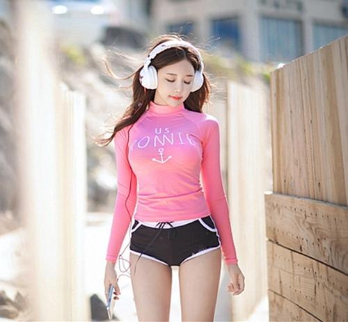 SM-V1-562 ชุดว่ายน้ำแขนยาวสีชมพูสวยหวาน กางเกงขาสั้นสีดำแต่งขอบขาว