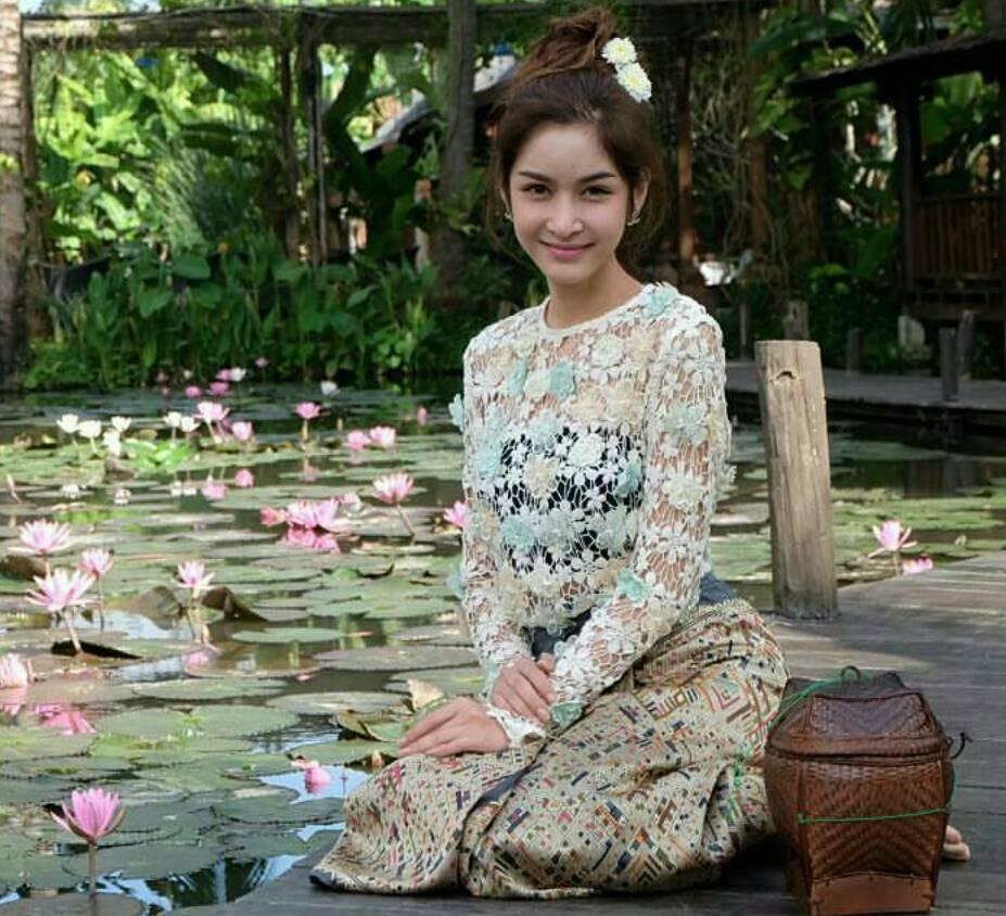 เสื้อลูกไม้แขนยาวปักดอกไม้แสนหวาน