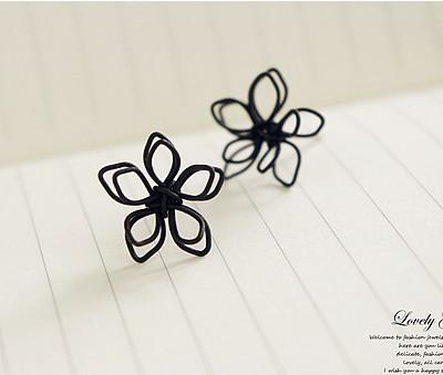 ต่างหูดอกไม้ขดลวดสีดำ