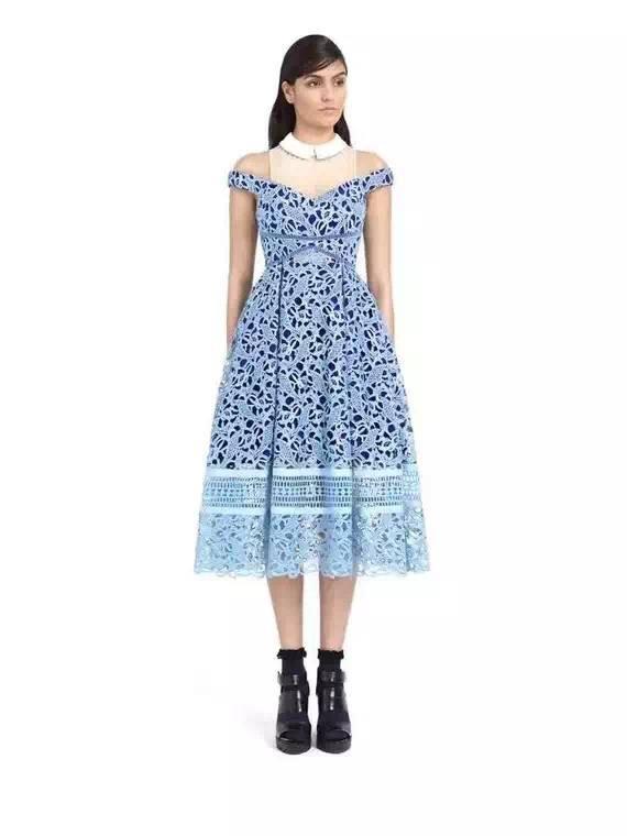 Maxi dress ดีไซน์สวยหรูเหมาะกับสาวๆมากเลยนะค่าา แต่ด้วยลูกไม้
