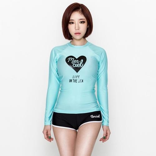 SM-V1-495 ชุดว่ายน้ำแขนยาวสีฟ้า ลายหัวใจ กางเกงขาสั้นสีดำ