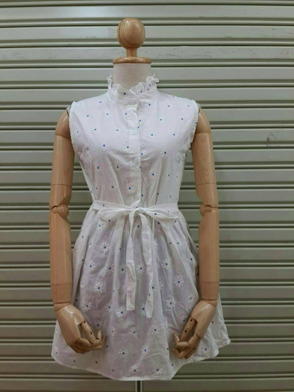 mini dress พิมพ์ลายดอกไม้ ผ้าทอ มีโบว์ผูกเอวค่ะ