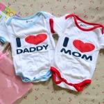 [ไซส์ 3-6 เดือน] บอดี้สูทแขนสั้น สกรีนลาย i love mom & daddy