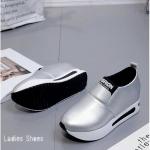 รองเท้าผ้าใบทรงSlip on วัสดุหนังPU เสริมส้น 7 cm