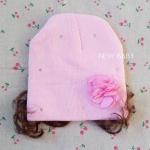 หมวกเด็กไหมพรมผู้หญิง แต่งดอกไม้ มีปอยผม สีชมพูอ่อน