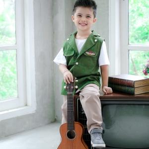 เซทเสื้อกั๊กสีเขียว เสื้อยืดขาว กางเกงขายาวสีกากี