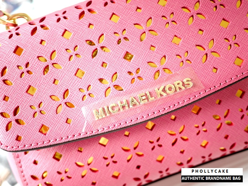 8445a4f95d12 กระเป๋า Michael Kors ของแท้ รุ่น Ava Ballet Cross Body Bag Extra Small  Perforated Leather Blossom - 2HomeEasy กระเป๋า Charles & Keith Zara Mango  Guess H&M ...