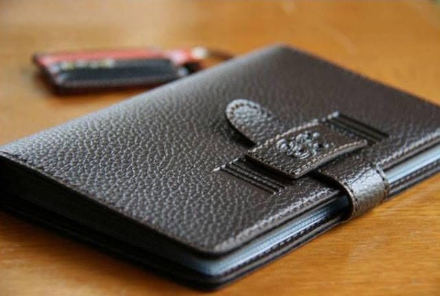 กระเป๋าใส่สมุดบัญชีธนาคาร The Signature