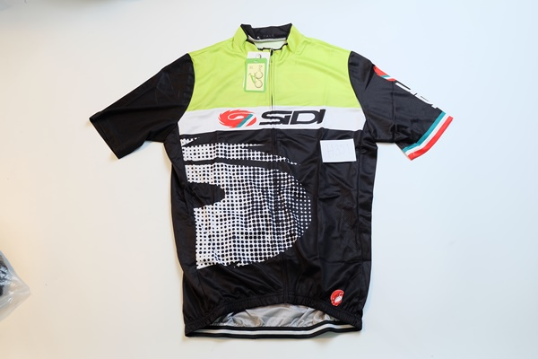 เสื้อปั่นจักรยาน ลดราคาพิเศษ รหัส H351 ขนาด XL ราคา 370 ส่งฟรี EMS