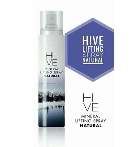 Hive Mineral Lifting Spray สูตร Natural ใช้กลางคืน ไฮฟ สเปรย์น้ำแร่ ยกกระชับผิวหน้า จากแหล่งน้ำแร่ล้ำค่าอันดับ 1 ของโลก ธารน้ำแร่บริสุทธิ์อายุ 2 ล้านปี ช่วยยกกระชับผิวหน้า ให้ผิวออร่า สว่าง กระจ่างใส รูขุมขนกระชับ เพิ่มความยืดหยุ่น และชุ่มชื้น