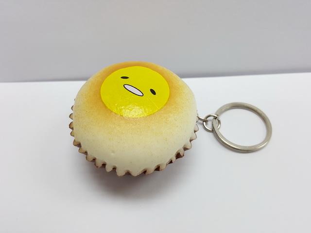 CA458 สกุชี่ Gudetama Cupcake ขนาด 4 cm (Super soft)