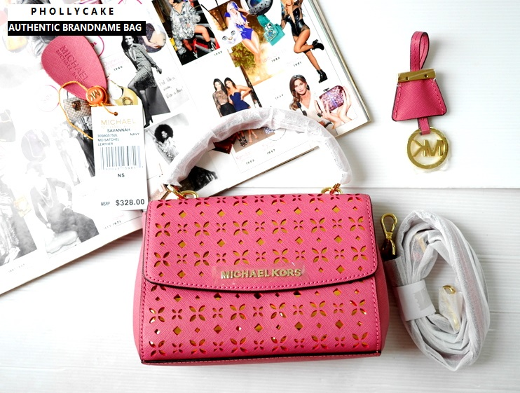 18eab52daff5 กระเป๋า Michael Kors ของแท้ รุ่น Ava Ballet Cross Body Bag Extra Small  Perforated Leather Blossom